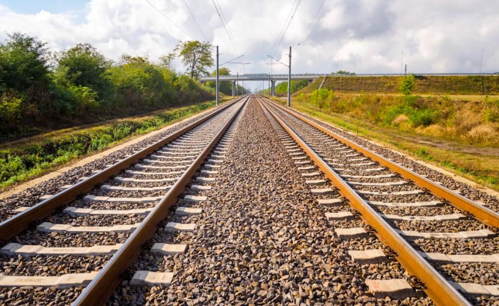 A Lábatlani Vasbetonipari Zrt. által gyártott vasúti betonaljakból megépült a 160 km/órás sebességű Ebes-Debrecen vasútvonal.